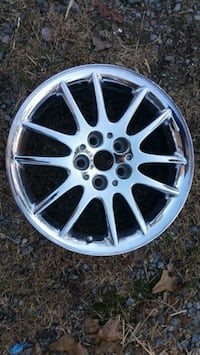 "17"" Chrysler Chrome Wheel"