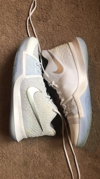pair of white Nike low-top sneakers Mississauga, L5T 2P3