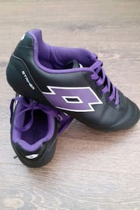LOTTO WOMENs SOCCER SHOES
