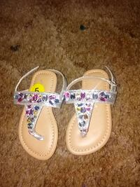 pair of brown and white gemstone sandals Cottonwood, 96022