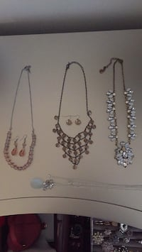 Costume Jewelry -  Lot of 4 Necklaces and 2 sets of earrings Mississauga, L5B 1T9