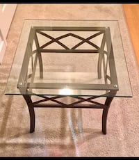 GLASS TOP END TABLE Bellevue, 98007