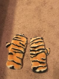 Tiger paw gloves with tiger ears