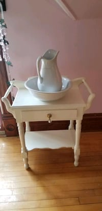 wash basin stan antique with bowl and pitcher Waukesha, 53186