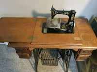 Antique Singer Sewing Machine/table Holiday, 34690