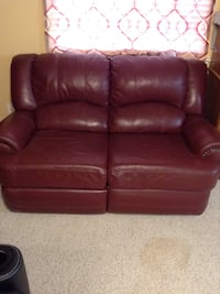 Red leather loveseat Manteca, 95337