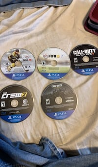 Ps4 games and controller send offers  Calgary, T2Z 3J2