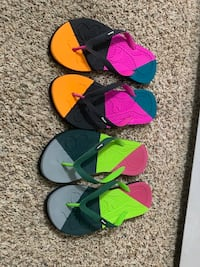 womens 8.5 flip flops take both new Anchorage, 99508