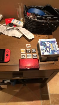 Red nintendo 3ds with games Lions Bay, V0N 2E0