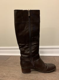 Brown leather riding boots ,women's size 7. Pick up only Toronto, M6K 1X2