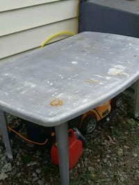 Plastic patio table & chairs  Coquitlam, V3J 4G6