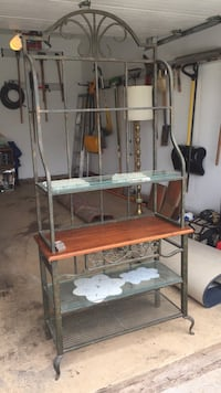 Wrought iron baker's rack with five  shelves 2 km