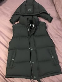TNA super puff vest size xs (fits s-m also) brand new (retails $200) Vancouver, V5R 4G1
