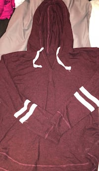 Red and white pullover hoodie Cambridge, N3C 2V3