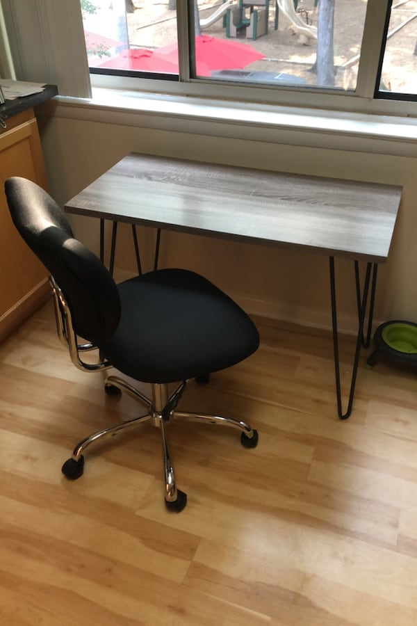 Office chair and desk 0
