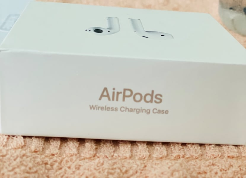Sold Apple Airpods With Wireless Charging Case 2nd Generation In