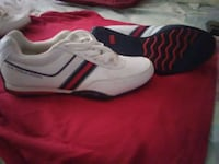 unpaired white and red low-top sneaker Cromwell, 06416