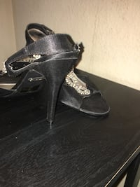 pair of black leather open-toe heeled sandals Modesto, 95356
