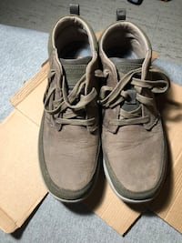 Skechers men's size 11 relaxed fit, air cooled, memory foam desert boots only wore twice Hamilton, L8P 4R9