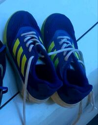 Boys Adidas shoes size2  Mississauga, L5B 3Y1