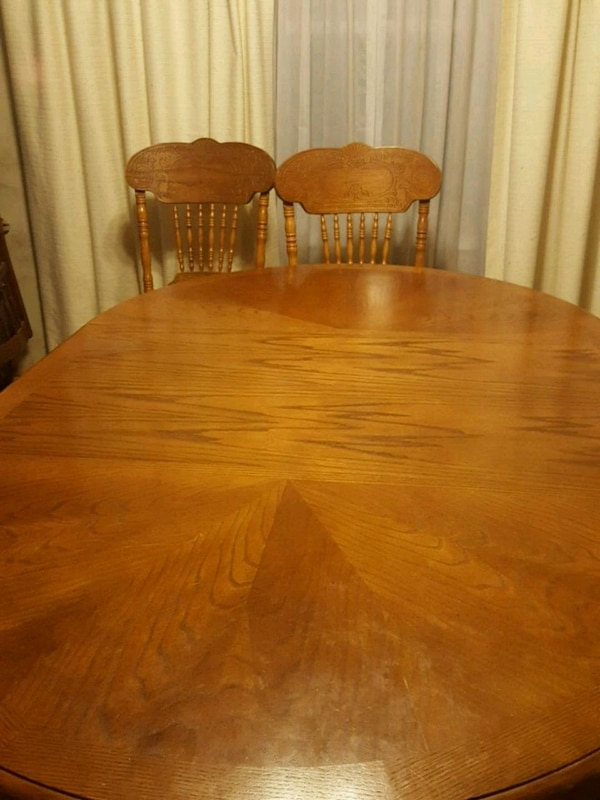 Oak pedestal dining table with leaf & 6 chairs