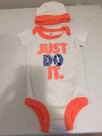 Nike onesie and hat  set , size 0 to 6 months Toronto