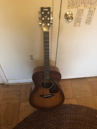 Yamaha Acoustic Guitar with Case Fairfax, 22031