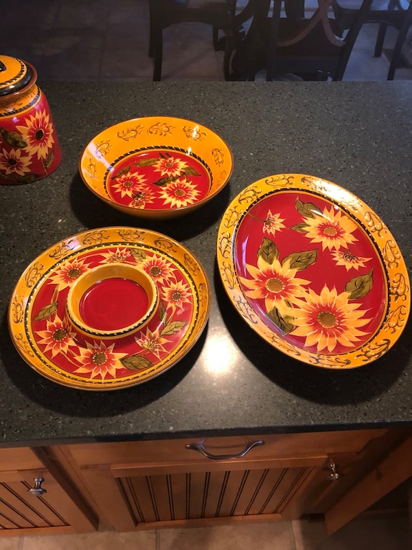 Pier 1 Sunflower dining set