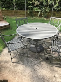 Round gray and orange patio table with chairs Atlanta, 30316