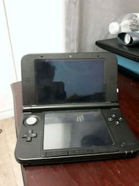 Black nintendo 3ds xl with 2 games and charger  Toronto, M6A 2G4