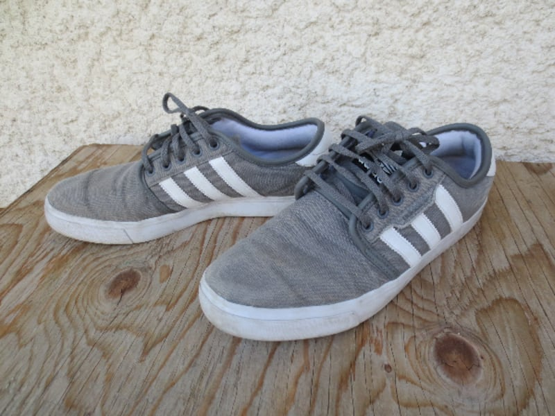 Adidas Classic Old School Canvas Low Cut Sneakers - Size 9.5 692c880a-261c-4b73-b90e-a1bc92a0db74
