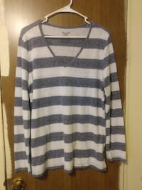 lot of 4 longsleeve casual tops