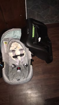 Grey Infant Car Seat  Cambridge, N1R 1W8