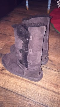 Authentic Brown Uggs size 6 fits like a 7 Lily, 40740