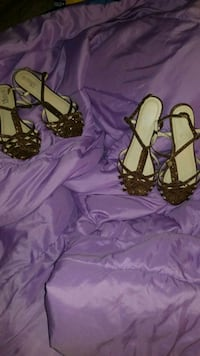 women's pair of brown leather sandals Fairfield, 94533