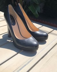 Pair of black leather heeled pumps Temple City, 91780