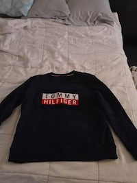 Long sleeved Tommy Hilfiger sweater size Medium Winnipeg, R2K 4A1