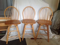 Three oak swivel counter chairs. Seat height is 24 inches and back height is 40.5 inches. In excellent condition,no scratches. Lincoln, L0R