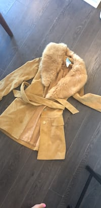 Marciano fur collar trench. Size xs Vancouver, V6Z 2X9
