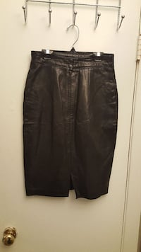Women's danier leather skirt size 10 Pickering, L1W 1G3