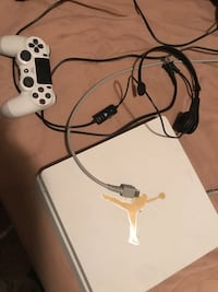 white Sony PS4 console with controller Snellville, 30039