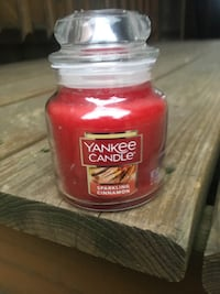 Yankee Candle Sparkling Cinnamon 3.7 Oz Small Jar Candle - Brand New