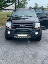Ford - Expedition - 2010 XLT v8 4x4. Everything included as pictured. MAKE A REASONABLE OFFER!!! Fredericksburg