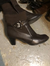 pair of black leather heeled booties Laval, H7C 2H9