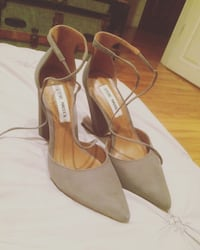 pair of brown leather pointed-toe heels 788 km