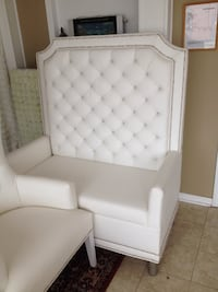 White vinyl tufted sofa chair Toronto, M1V 5G3