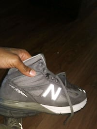 unpaired gray and white New Balance running shoe Baltimore, 21215