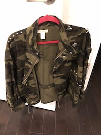 black and brown camouflage jacket Côte-Saint-Luc, H4W