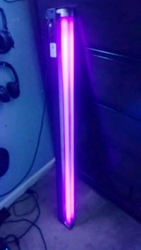 4 foot long black light with mounting on back/side Pasadena, 21122