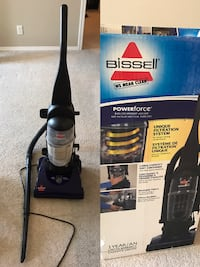 Bissell Powerforce Bagless upright vacuum 埃德蒙顿